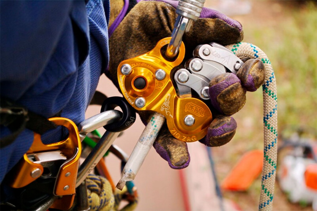 industrial_climber_outfit_img2_1050x699.jpg